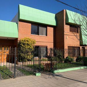 Casa de dos plantas en Venta WITCOMB 256