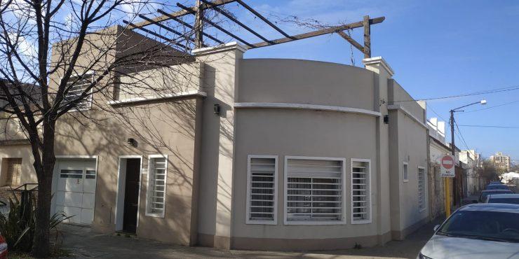 Casa de dos plantas en Venta 11 DE ABRIL ESQ , LAPRIDA