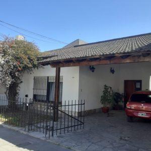 Casa de dos plantas en Venta LAS HERAS 552